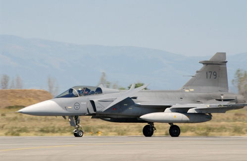 Swedish_JAS-39_Gripen_landing.jpg