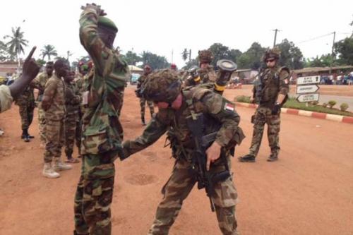 bangui-seleka-centrafrique-desarmement-milices-armee-francaise-XAVIER-YVON-930620_scalewidth_630.jpg