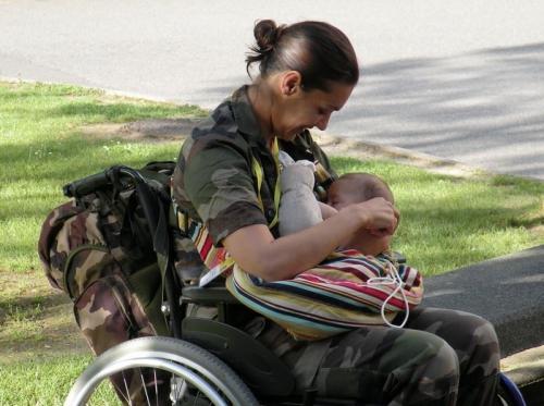 femme armée.jpg