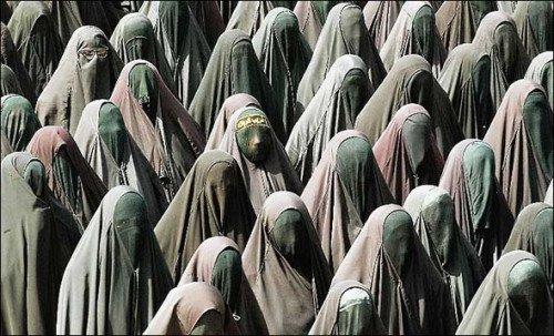 Burqa-ed_throng-500x303.jpg