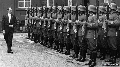 Hitler-in-suit-with-troops.jpg