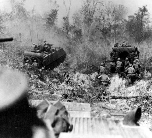 M113_Advance_in_Vietnam.jpg