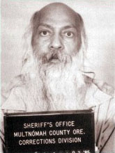 Osho_(Bhagwan_Shree_Rajneesh)_-_Mug_shot_Multnomah_County_Oregon_USA_1985.jpg