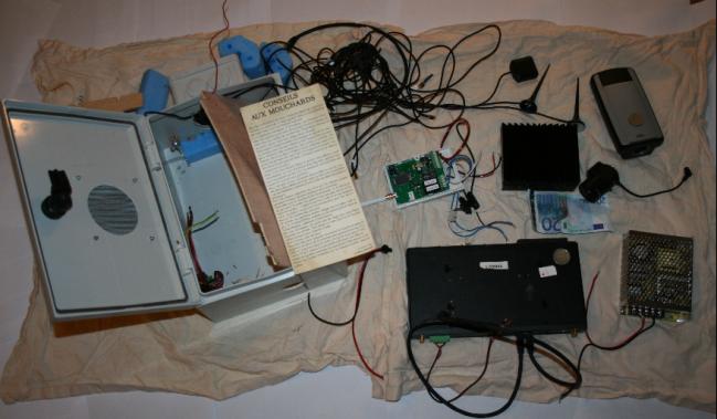 Un dispositif de vidéosurveillance 2015 DGSI La librairie Discordia.png