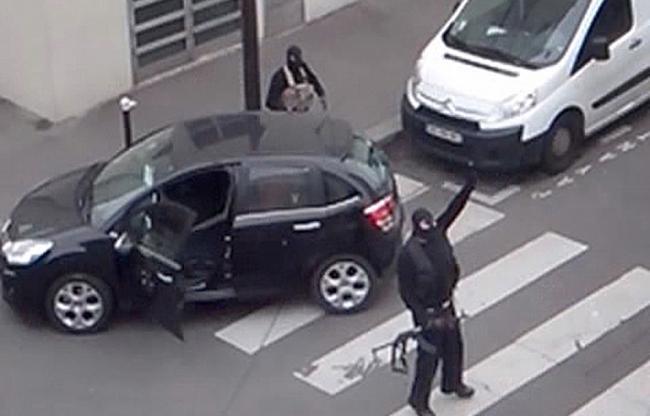 les frères Kouachi apres l'attentat contre Charlie Hebdo, le 7 janvier 2015