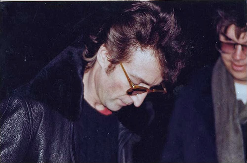 John-Lennon-signs-an-autograph-for-Mark-Chapman-his-murderer-December-8-1980.jpg