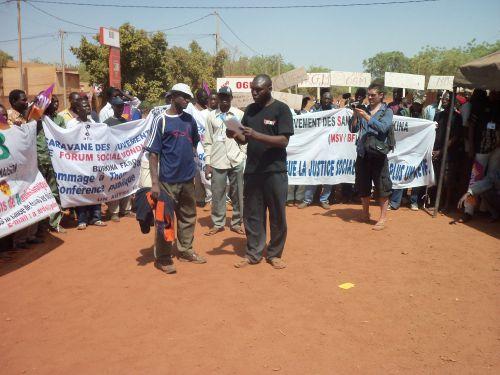 Marche à Houndé contre les OGM, l'accaparement des terre et l'agro-buisness le 29 janvier 2011