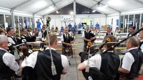 Askol Ha Brug Pipe Band après le diner