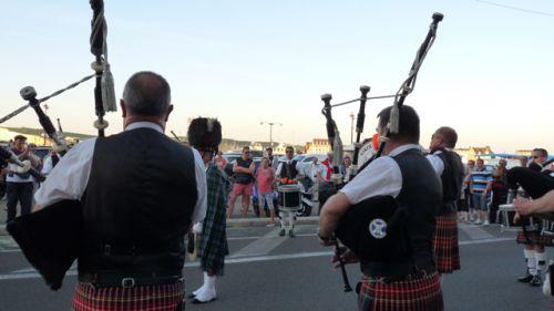Askol Ha Brug Pipe Band sur les quais du Tréport