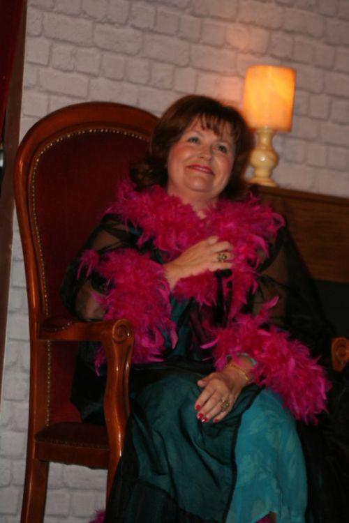 Monique OLLIVIER est Gladys MacKINTOSH