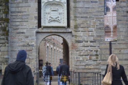 En arrivant au chäteau des Ducs de Bretagne à Nantes