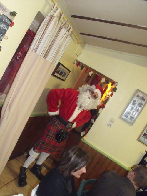 Voici le vrai Père Noël, en kilt bien sur