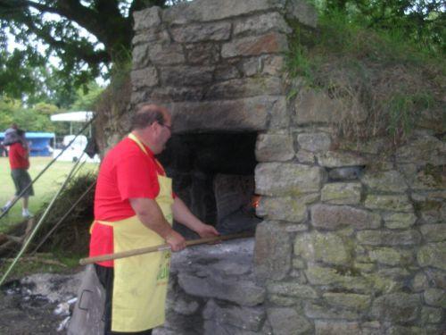 facbrication du pain dans un vieux four