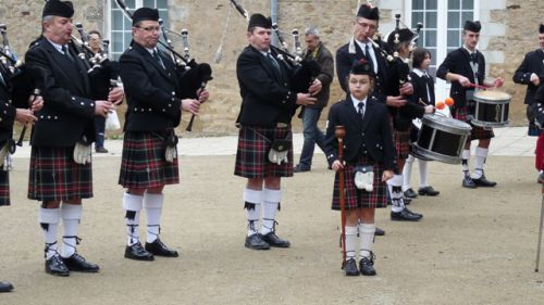 The Pipers and the novice Canne Major