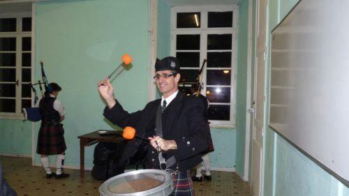 Reun JEZEGOU (Breton in kilt) to warming up