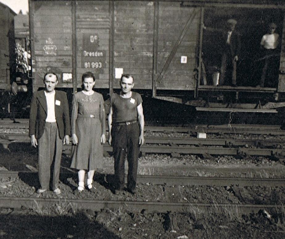 Départ 1946 ou 8 - départ x Pieta avec parents Wladyslawk Pieta.jpg