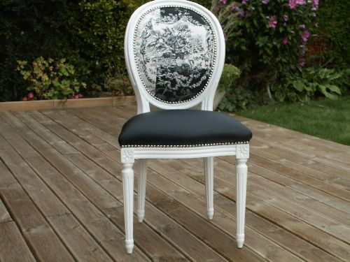 Restauration de si ges anciens voltaire cabriolet chaise for Chaise medaillon cuir