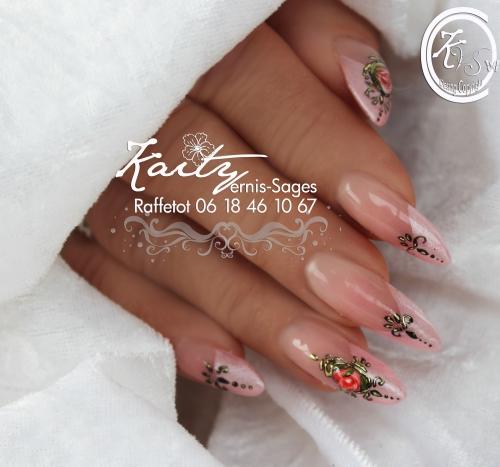 kaity des roses pour Rosie 3 main droite le 21.jpg