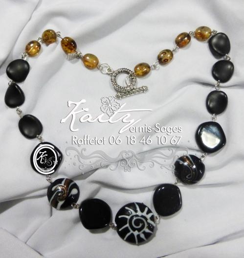 collier noir et escargot blanc noir le 3.jpg