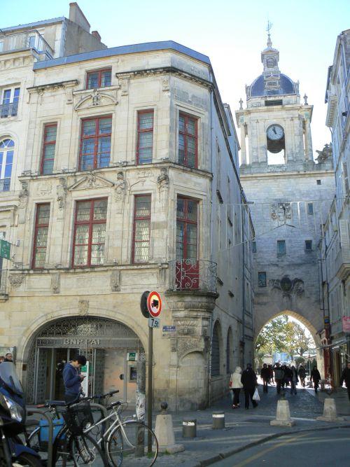 La même vue de l'intérieur de la ville