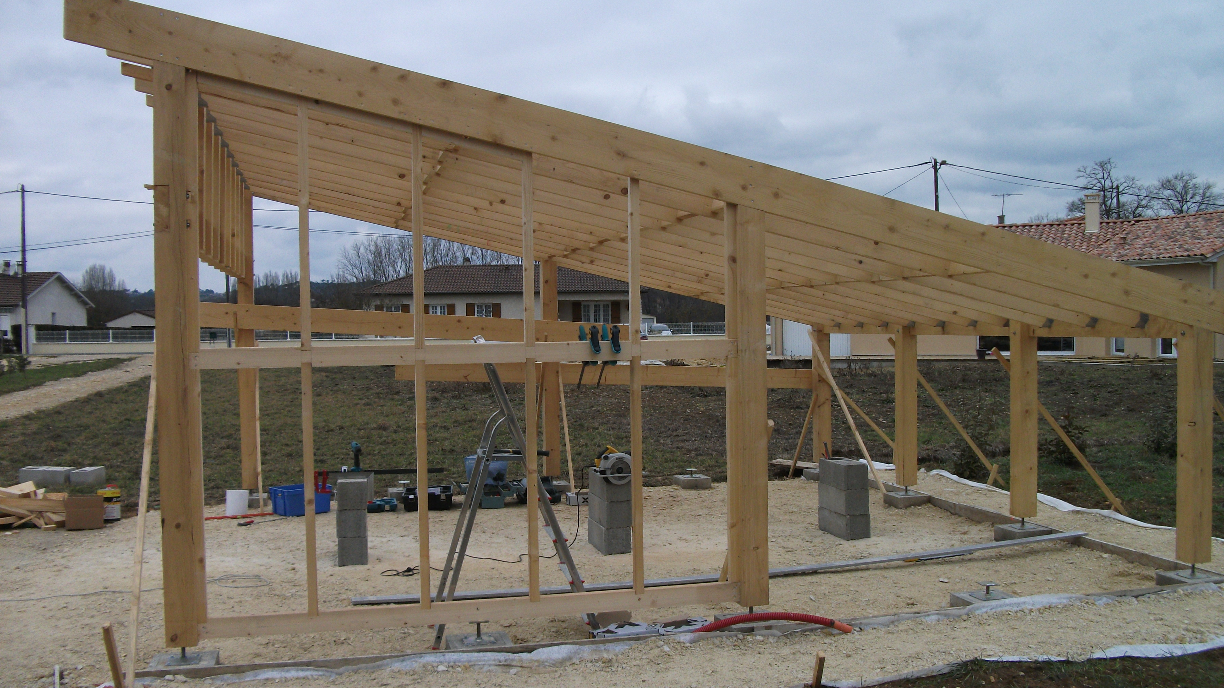 Bardage carport auto construction les forums de for Comment construire maison en bois