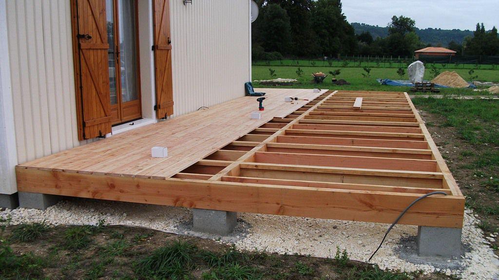 Autoconstruction dune terrasse en bois de douglas et mélèze