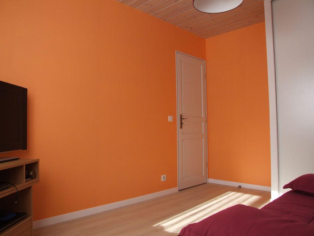 chambre orange autoconstruction maison en ossature bois. Black Bedroom Furniture Sets. Home Design Ideas