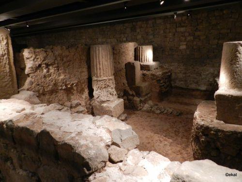 Dans le musée archéologique Plaça del Rei à Barcelone