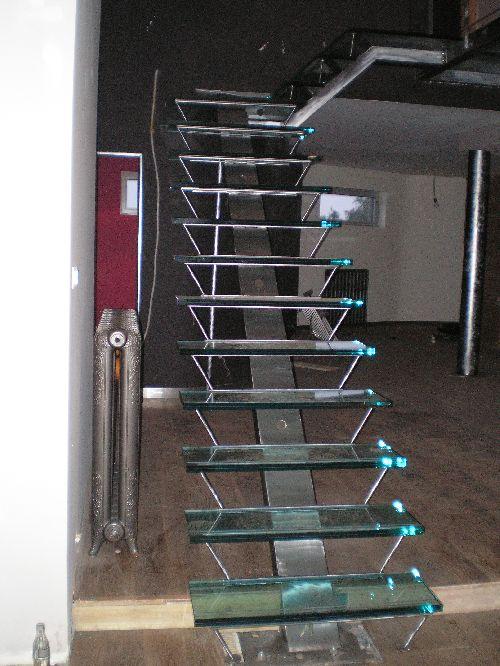 Mobilier en acier sur mesure - Escalier droit metal ...