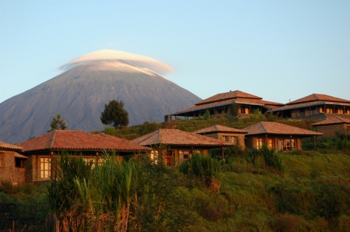 virunga_lodge_-_volcano_and_bandas__large.jpg
