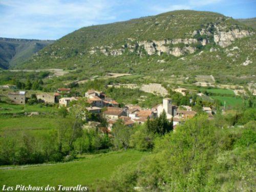 Lauroux : un magnifique petit village niché au pied du plateau du Larzac