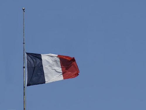 000 - drapeau en berne.jpg