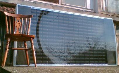 comment construire un panneau de chauffage solaire a partir de canettes d aluminium body. Black Bedroom Furniture Sets. Home Design Ideas