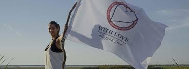 nadia sammut drapeau bis.jpg