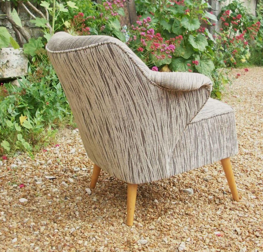Le mobilier design ou moderne atelier tapissier for Canape bas ras du sol