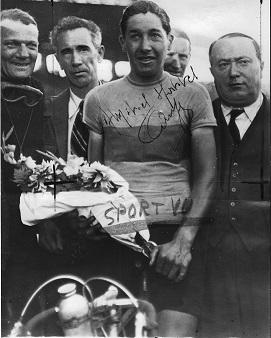 QUEUGNET Photo A Legrand 1946 victoire trophée Peugeot - Copie.jpg