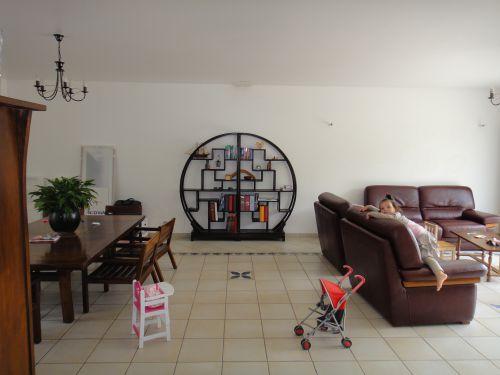 Besoin de vos idees pour relooker mon sejour sam en location for Disposition des meubles dans un salon