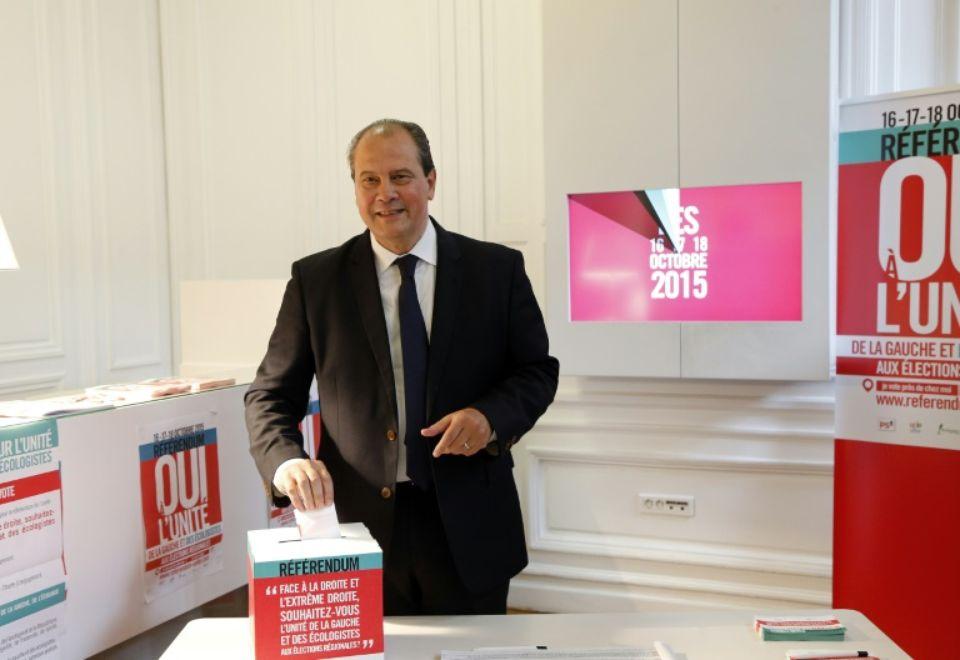 818062-le-premier-secretaire-du-ps-jean-christophe-cambadelis-le-16-octobre-2015-vote-a-paris-au-referendum.jpg