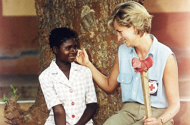 Princess-Diana-visits-landmine-victims-in-Angola.jpg