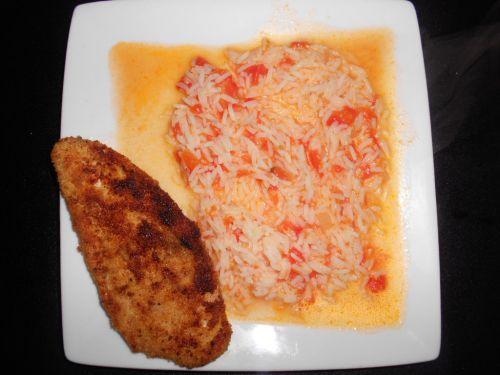 riz à la tomate et escalope de poulet pané