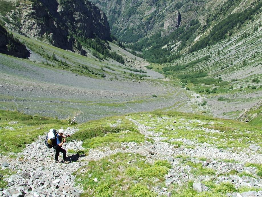 Muriel sur le sentier qui monte au Col de Fontfroide - Vallon de Fontfroide Molines en Ch. - Haute route du Vieux Chaillol - 25.07.07 - 2.JPG