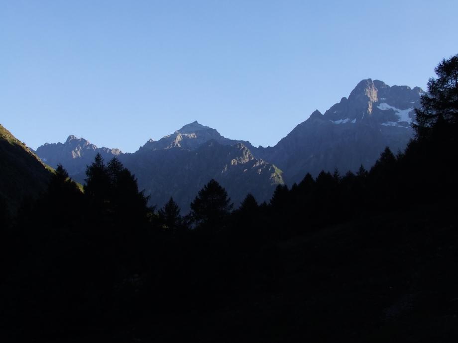 Le Pic des Souffles le Pic Turbat et l'Olan au petit matin - Vallon de Navette -  Haute route du Vieux Chaillol - 26.07.07 - 1.JPG