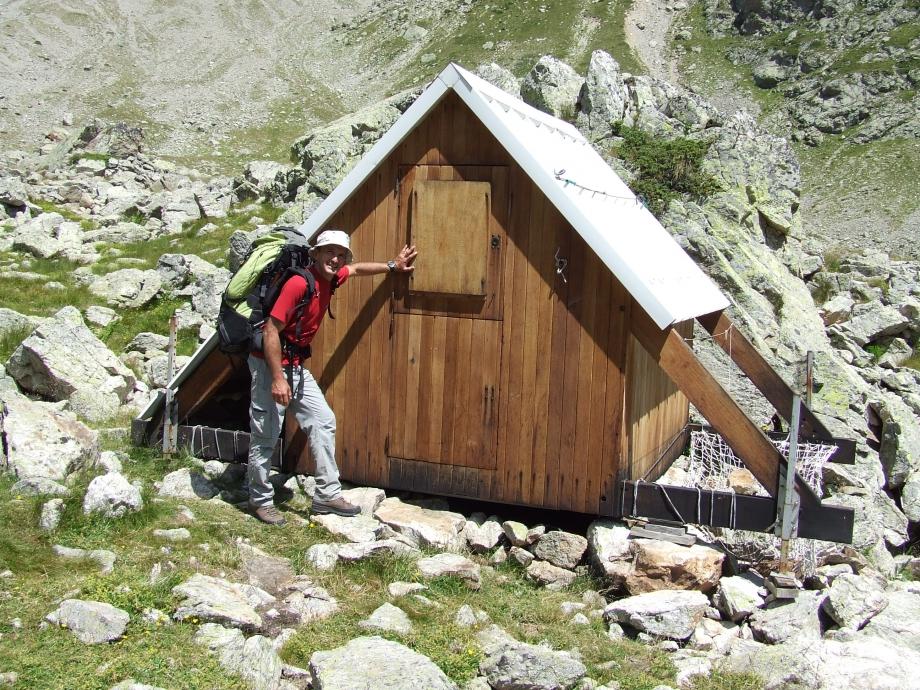 La minuscule cabane de Val Estrèche -  Haute route du Vieux Chaillol - 26.07.07 - 2.JPG