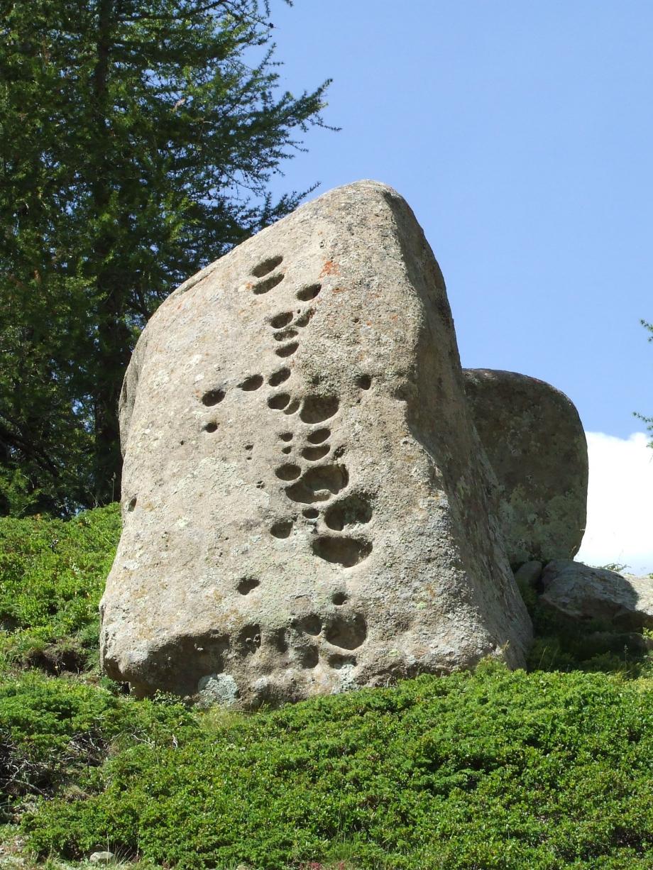 Etrange mégalithe - Cabane du Vaccivier - Haute route du Vieux Chaillol - 27.07.07.JPG