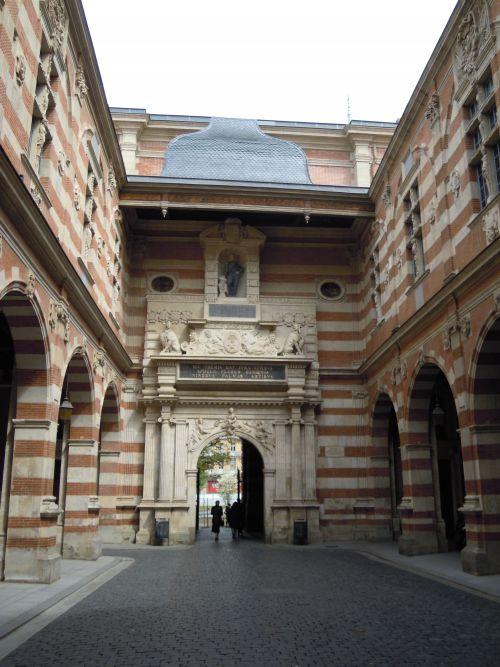 La cour d'entrée du Capitole