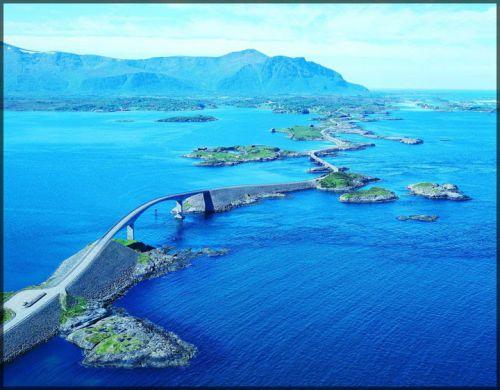 La Route de l'Atlantique qui relie les villes d'Eide et d'Averøy, Norvège