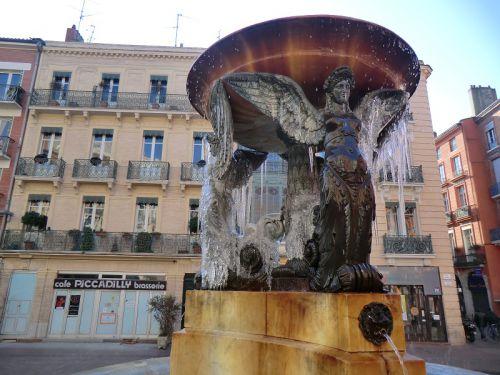La fontaine de la place de la Trinité
