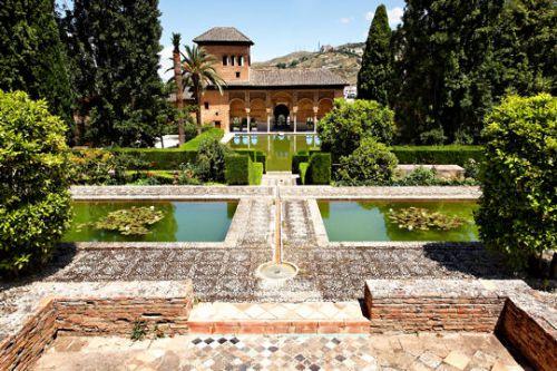 Dans les jardins de l'Alhambra en Espagne