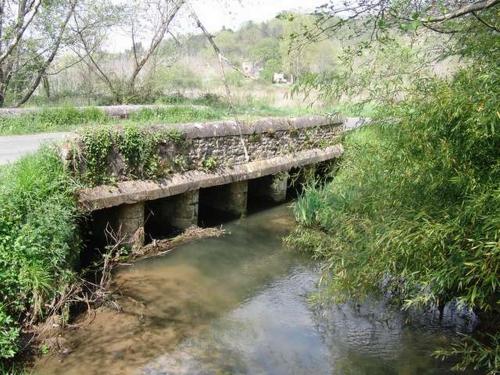 Le pont avec en arrière plan Sagelat.jpg