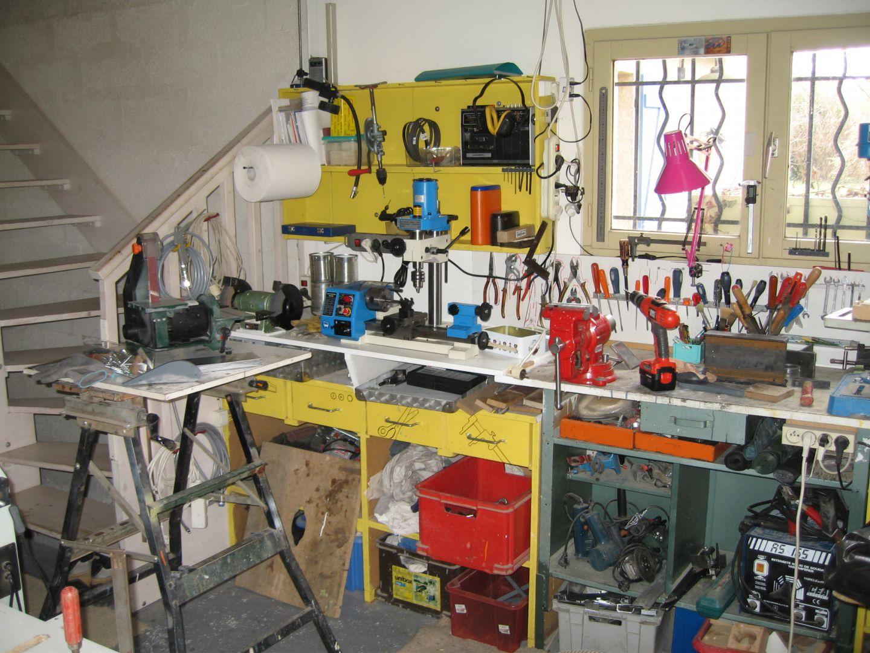 atelier construction d 39 un avion type mc 100 par maurice cheffot. Black Bedroom Furniture Sets. Home Design Ideas